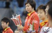 图文:乒联总决赛女单颁奖 李晓霞登上领奖台