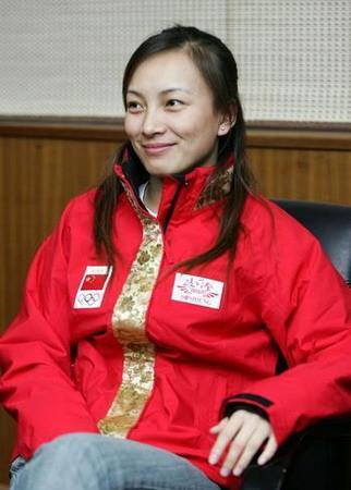图文:中国体坛十大单身女贵族 滑雪花旦李妮娜