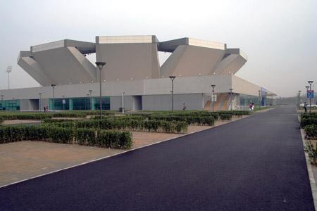 图文:清华学生看奥运场馆  《追踪UFO》