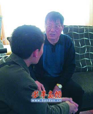老人被女乘客及其母亲当众辱骂,并被要求下跪道歉