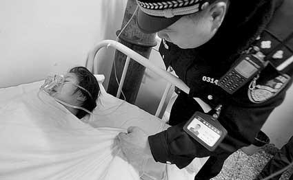 洋鸡巴人体艺术网_昨晚7时许,嫩鲍人体艺术警察在医院为接受治疗的姐姐拽了拽被子 摄