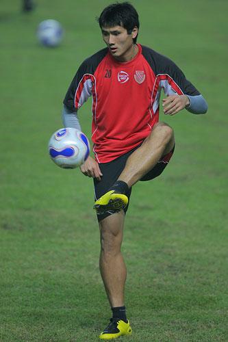 图文:科特布斯训练佳一单箭头 熟悉球感