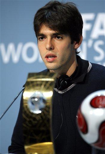 图文:FIFA世界足球先生颁奖典礼 卡卡应对采访