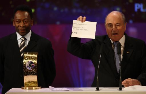 图文:卡卡荣膺FIFA世界足球先生 布拉特揭晓