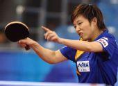 图文:国乒邀请赛女团首轮 林菱正手回球