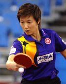 图文:国乒邀请赛女团首轮 林菱反手回球