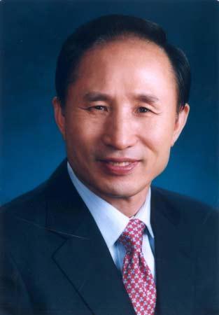 李明博(1941年12月19日-)韩国大国家党总统候选人。