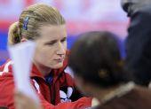 图文:国际邀请赛女团首轮 鲍罗斯为球迷签名