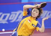 图文:国际邀请赛女团首轮 冯天薇侧身正手回拉