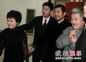 图:首映礼后台探秘 张国立邓婕夫妇与赵本山