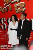 图:首映礼红毯 刘若英白色衬衫略显臃肿