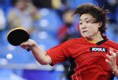 图文:新加坡女乒3-1欧洲 冯天薇正手回球