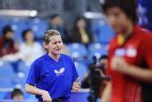 图文:新加坡女乒3-1欧洲 鲍罗斯无奈表情