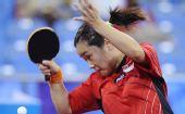 图文:新加坡女乒3-1欧洲 孙蓓蓓发力回球