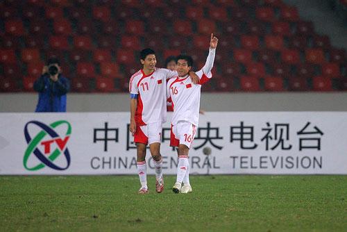图文:[友谊赛]国奥1-1科特布斯 朱挺庆祝
