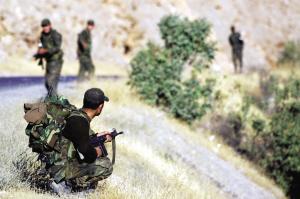 土耳其士兵在土伊边境地区巡逻。新华社发