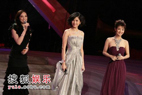 首映礼现场,主持人吴佩慈、沈星、经纬