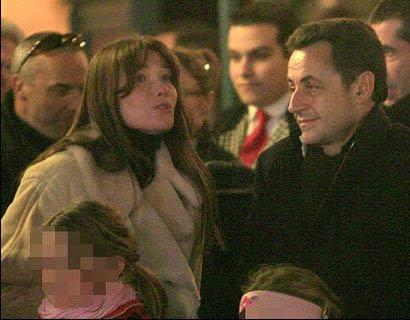 """法国总统萨科齐与""""新女友""""同游迪斯尼乐园。"""