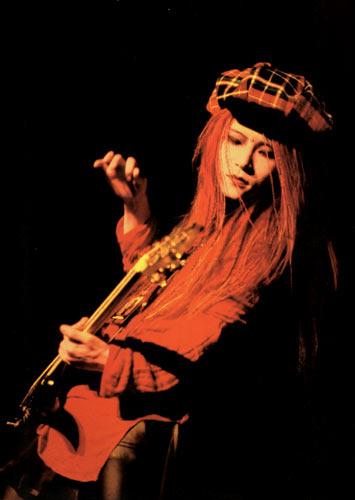 视觉系摇滚乐队X-JAPAN已故吉他手hide
