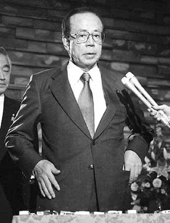 福田康夫就任首相后,将首访地点选在美国。图为11月15日访美前,福田接受记者采访。