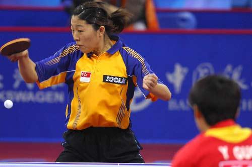 图文:中国女队3-0新加坡 于梦雨正手大力提拉