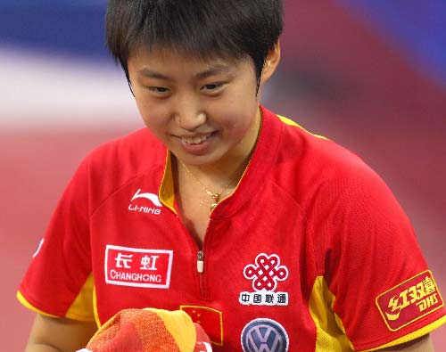 图文:中国女队3-0新加坡 郭跃喜笑颜开