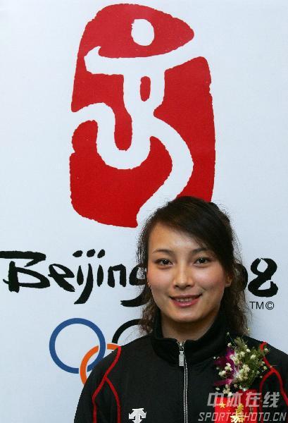 图文:李妮娜助阵自由式滑雪世界杯 奥运之下