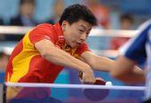 图文:[乒乓球]男团3-0韩国夺冠 马龙反手拉球