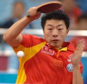 图文:[乒乓球]男团3-0韩国夺冠 马龙竭尽全力