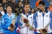 图文:乒球邀请赛男团颁奖 韩国队夺得亚军