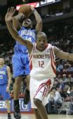 图文:[NBA]魔术VS火箭 阿尔斯通摔倒