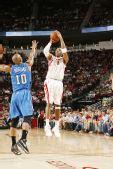 图文:[NBA]魔术VS火箭 麦迪中投