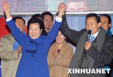 李明博脱颖而出,赢得大选,当选为韩国第17任总统。