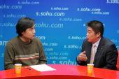 图文:爱国者总裁冯军做客搜狐 与主持人交流