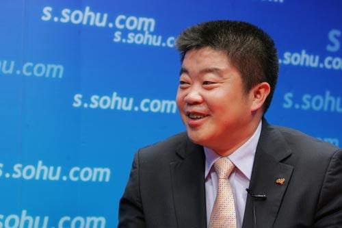 图文:爱国者总裁冯军做客搜狐 说到兴起之处