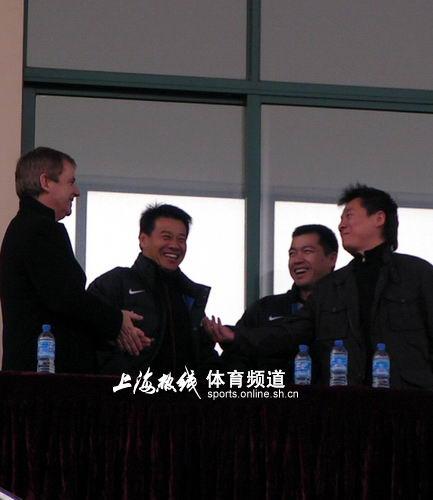 图文:申花热身1-1比勒菲尔德 朱骏吴金贵兴奋