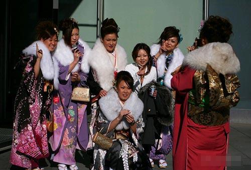 成年人日小幼女_组图:她们像未开就败了的花 日本女孩成人式