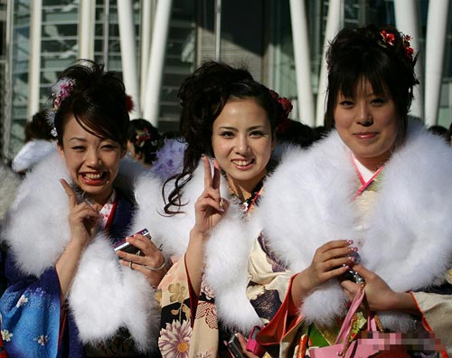组图:她们像未开就败了的花 日本女孩成人式