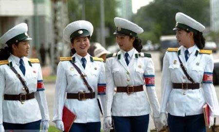 平壤女交警。(中国驻朝鲜大使馆网站图)
