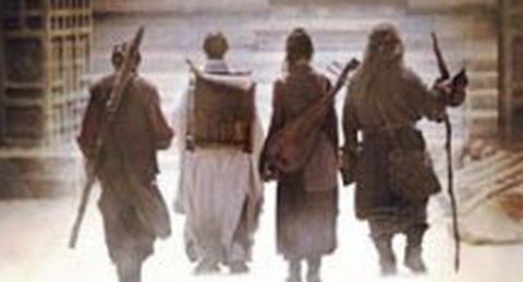 四人步行,能猜到哪个是李连杰和成龙吗?