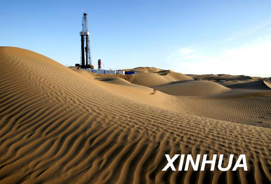资料图片:这是塔里木盆地沙漠腹地里的天然气钻井.