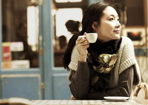 享受午后的阳光咖啡
