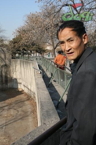 """这些照片记录了周正龙夫妇在北京与老虎""""亲密接触""""的"""
