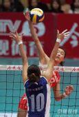 图文:天津3-1八一夺得女排冠军 八一扣球得分