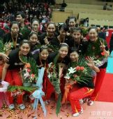 图文:天津3-1八一夺得女排冠军 冠军队全家福