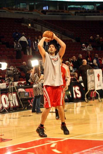图文:[NBA]火箭VS公牛 斯科拉找状态
