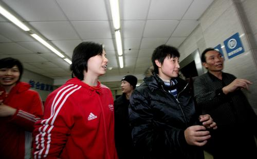 组图:陈忠和赵蕊蕊探望汤淼 周苏红与杨昊