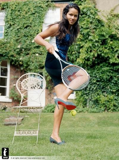 图文:伊万诺维奇Vogue写真 邻家女孩形象示人