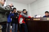 图文:郭侃峰出任青岛主帅 记者蜂拥而至