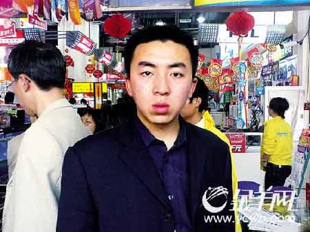 许霆案发前在广州拍摄的照片